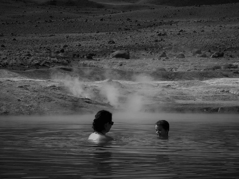 A las 8 de la mañana en las termas de los Géiseres del Tatio a unos 4.200 m.s.n.m. (Chile, 2013)