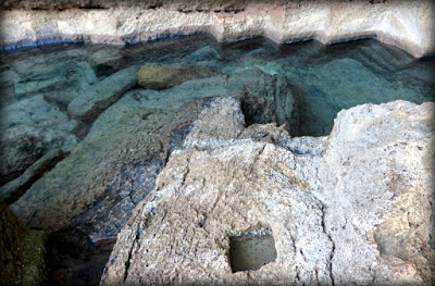Las marcas del trabajo de los picapedreros son visibles en toda la cueva