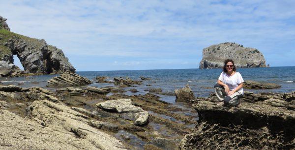 Desde el puente se puede bajar a la costa para descubrir la fauna y la flora marinas