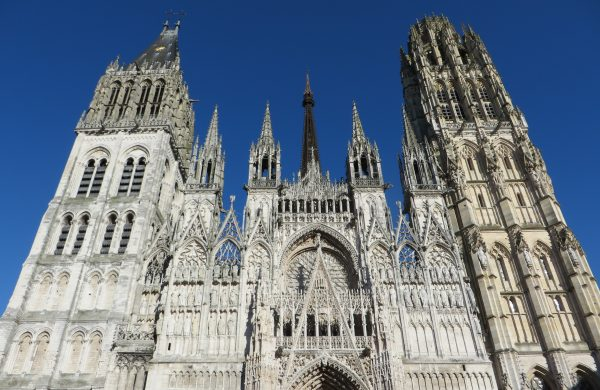 La imponente fachada de la catedral de Rouen (Francia, 2016)