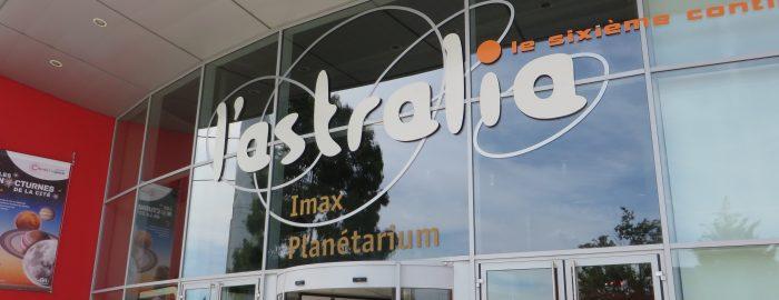 Acceso a Astralia donde hay un IMAX y un Planetarium