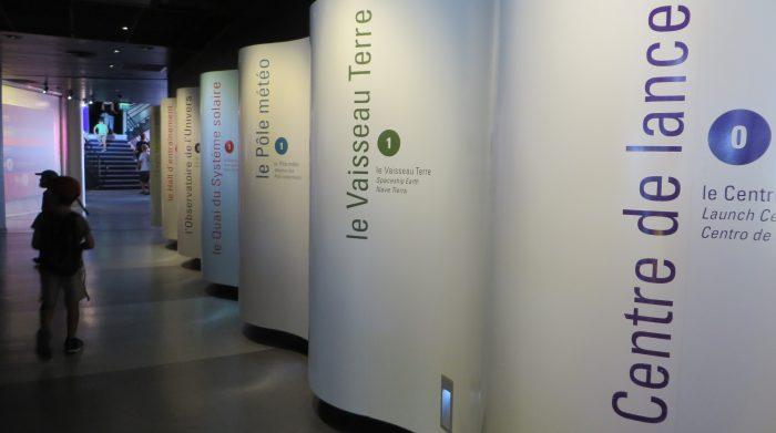 Acceso al pabellón de exposiciones de la Cité de l'Espace (Francia, 2016)