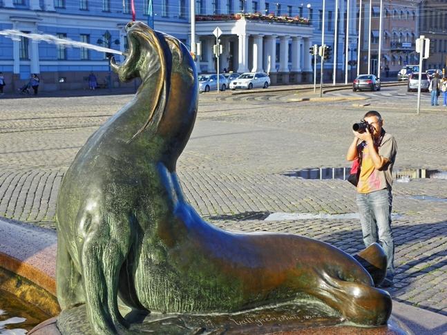 Paco y Vero en pleno verano en Helsinki. Una imagen muy diferente de la que encontraremos nosotros.