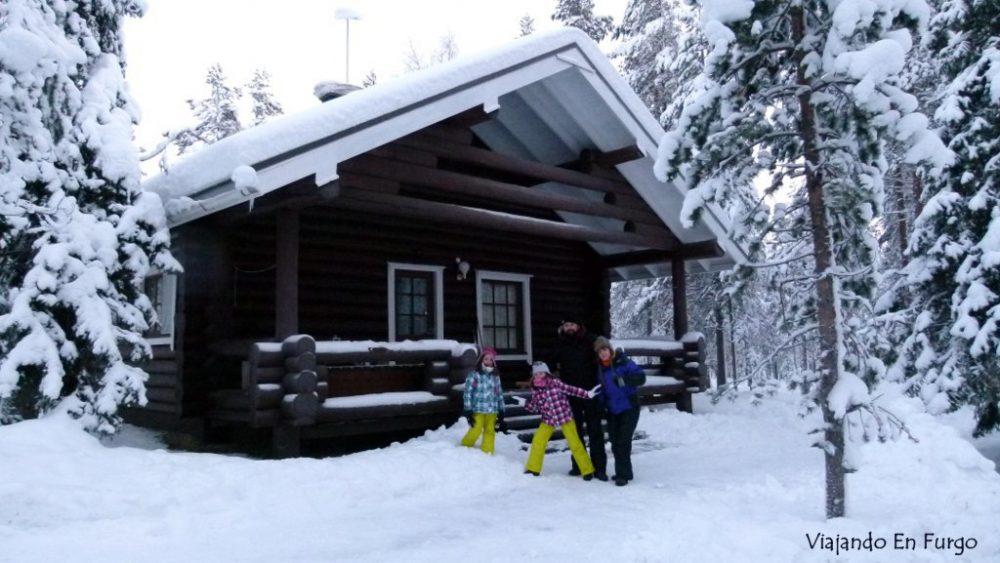 """Esta familia que siempre va """"Viajando en furgo"""" se lanzó a conducir por Laponia como si fineses fueran ¡valientes!"""